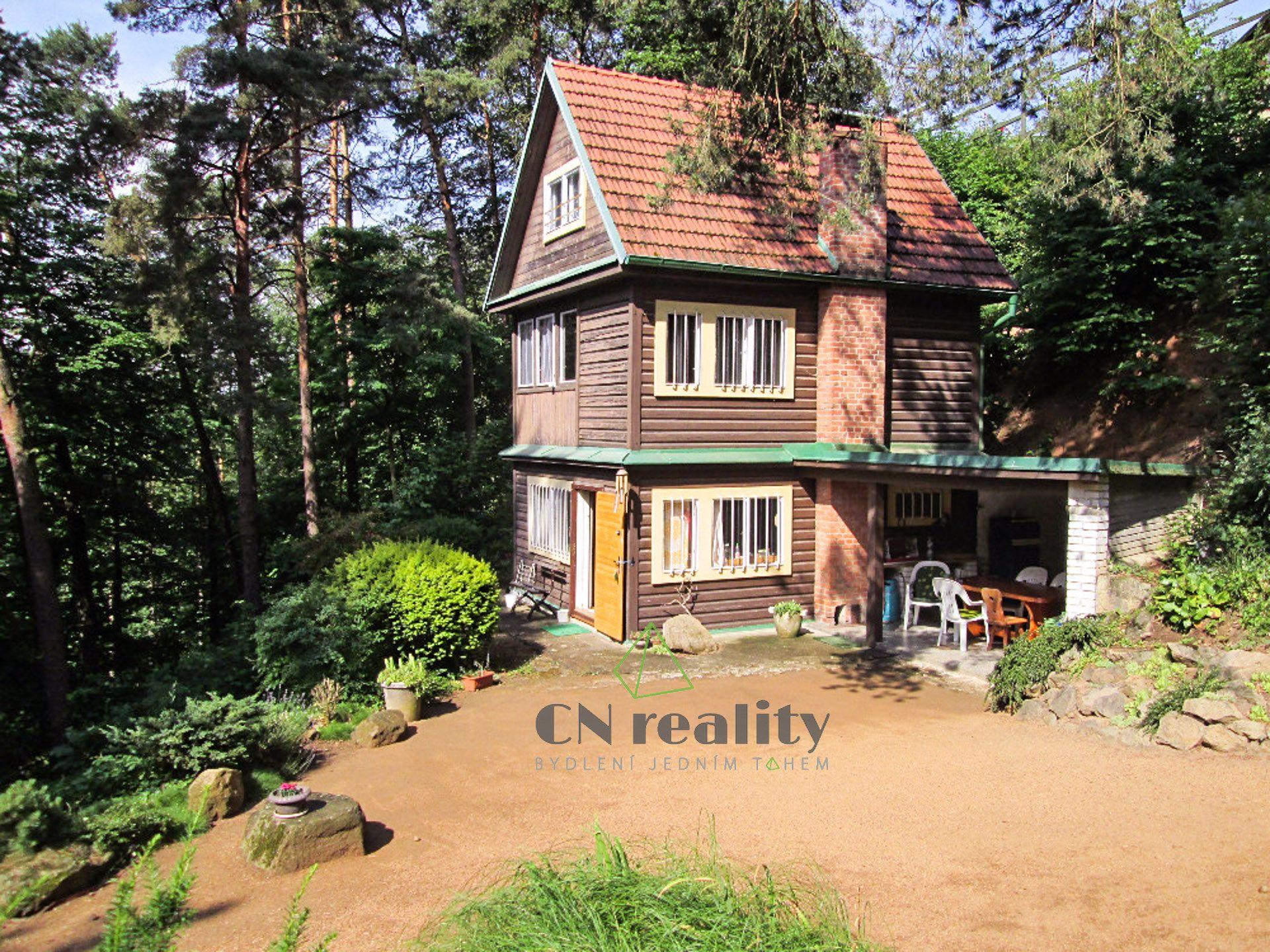 Prodej rekreačního objektu, třípodlažní chaty v nádherné přírodě s terasovitě členěným pozemkem