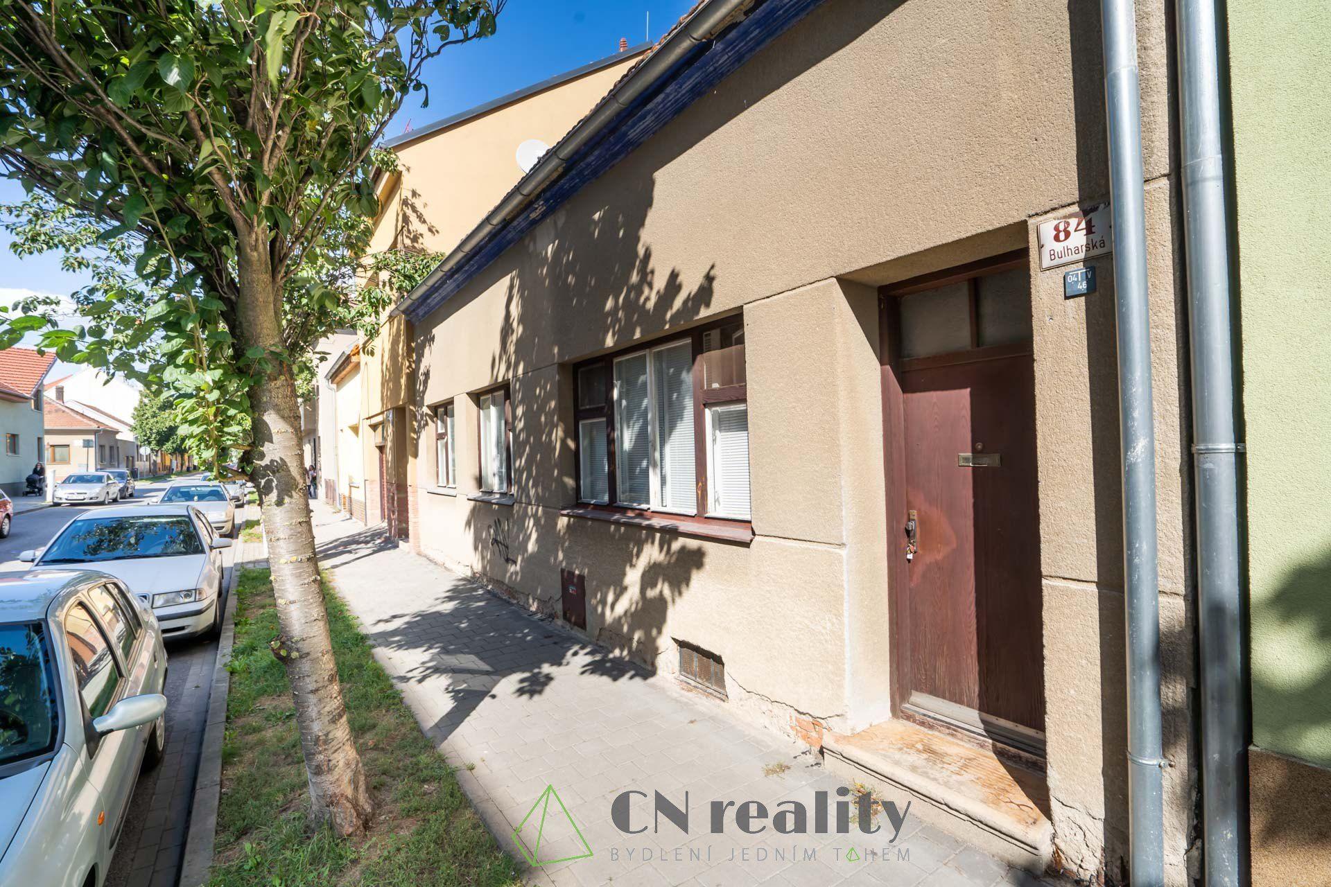 INVESTIČNÍ PŘÍLEŽITOST - prodej řadového rodinného domu s potenciálem výstavby až pětipodlažního bytového domu